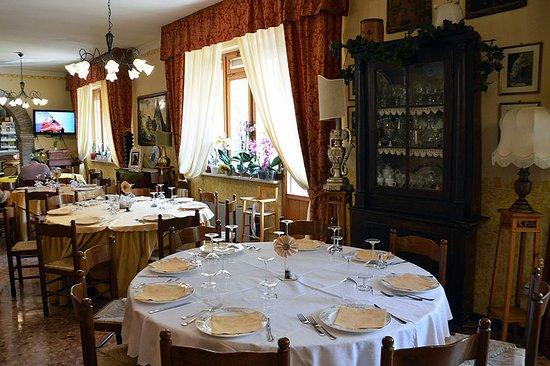 Sefro, Italia: Interno sala