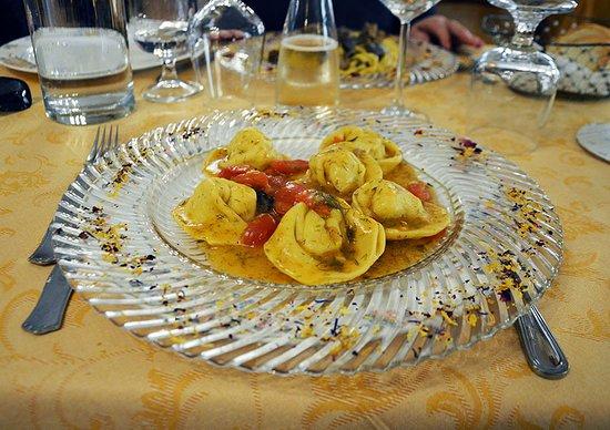 Sefro, Italia: Cappellacci ripieni di trota e ortica