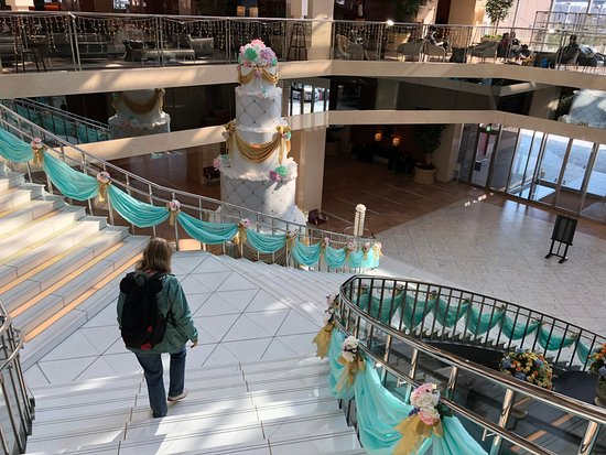 Hotel Keihan Universal Tower : Lobby and stairs down to first floor