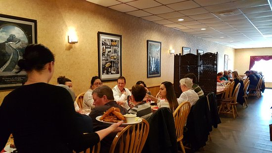 Listowel, Canada: A long table for a group; smaller tables too, of course.