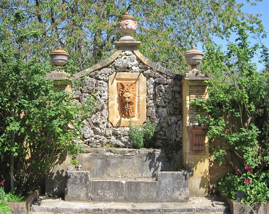 Paunat, France : Fountain in potager