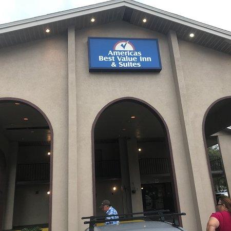 Americas Best Value Inn & Suites: photo0.jpg