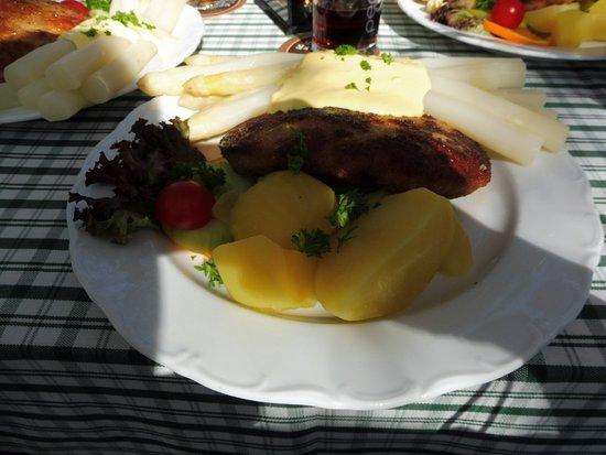 Stechlin, Jerman: Spargel vom Feinsten