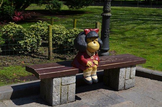 Estatua de Mafalda Homenaje a Quino: Mafalda en Oviedo