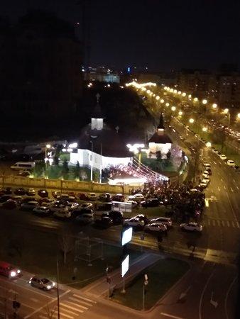 JW Marriott Bucharest Grand Hotel: Night view ( easter mess) 7 th floor