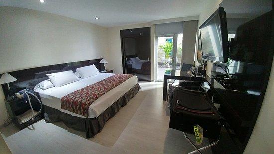 Hotel Porton Medellin: 20180422_113036_HDR_large.jpg