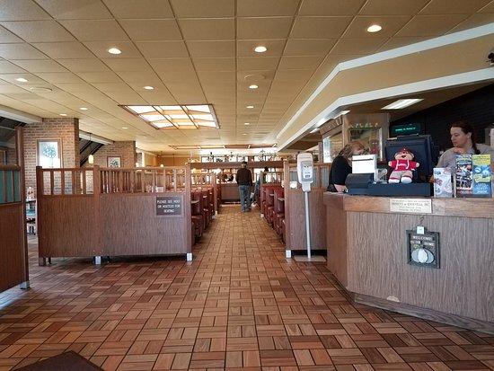 Lenoir City, TN: Shoney's - Table & booth service available