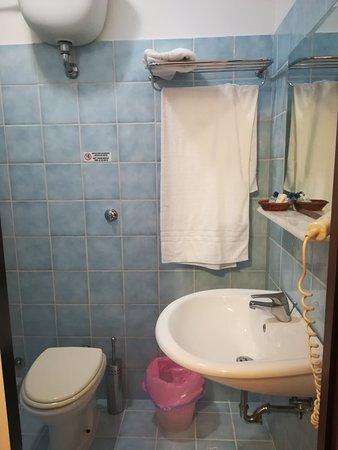 Camera piano superiore n°207: bagno senza bidet, il WiFi non prende ...