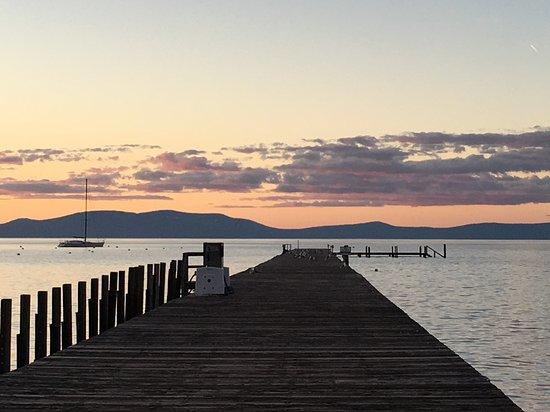 Beach Retreat & Lodge at Tahoe: Pier sunset