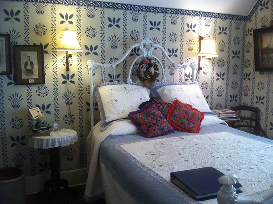Jefferson, TX: Ballauf's Room: Queen Bed for two, private bath with clawfoot tub, in-room coffee service