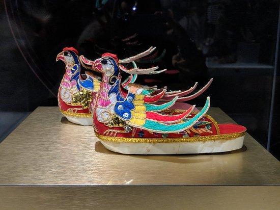 Bata Shoe Museum: MVIMG_20180422_143310_large.jpg