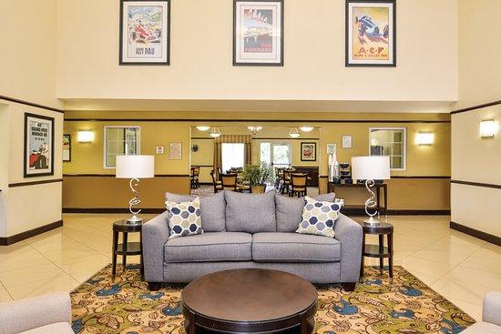 Sebring, FL: Lobby