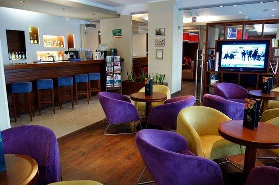 Pyrzowice, Polandia: Bar/Lounge