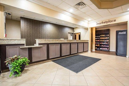 Clarion Inn Airport: Lobby