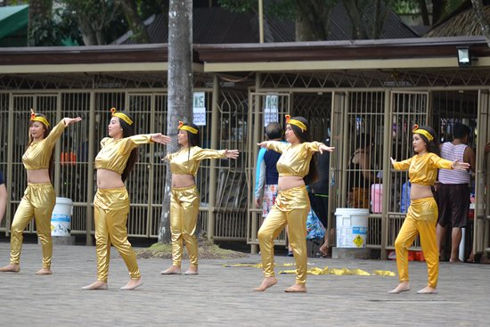 San Rafael, Philippines: dancers