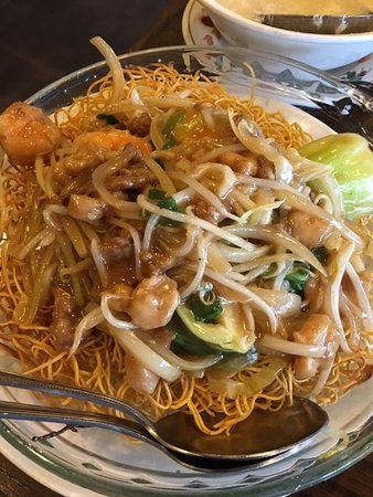 ‪‪Albany‬, كاليفورنيا: Combo with Shrimp and Beef and Crispy Noodles‬