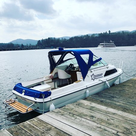 Hemfurth-Edersee, Germany: Am Edersee kann man Führerscheinfreie Elektroboote mieten beim Edership Bootsverleih