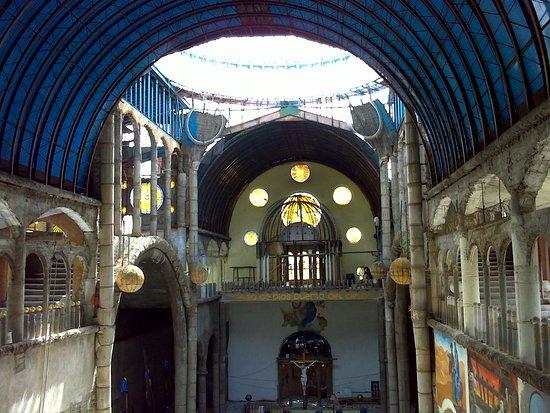 Mejorada del Campo, Spain: Nave central; al fondo, altar mayor.