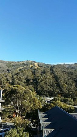 Thredbo Village, Australien: View up the chairlift from our room!