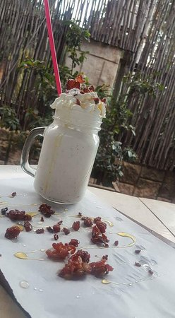 Benoni, South Africa: Our little piggie- honey glazed bacon and butterscotch gourmet milkshake