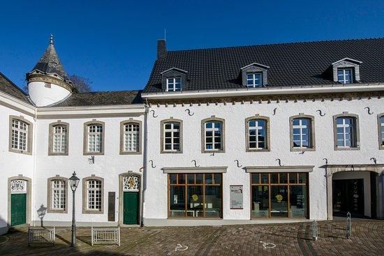 Heinsberg, Tyskland: Das BEGAS HAUS im historischen Bauensemble am Torbogen zeigt Werke der Künstlerdynastie Begas.