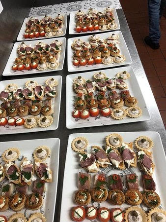 Buffet items for an off-site catering event  - Изображение Russells Select Bar, Лимерик