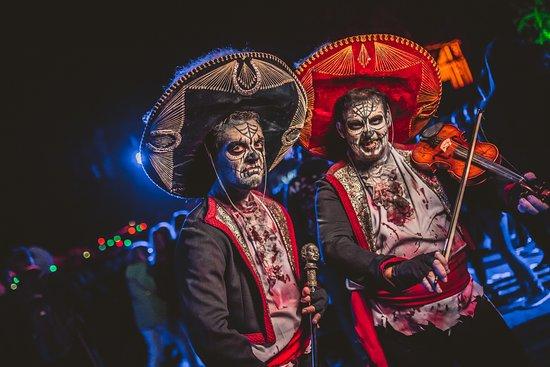 Bobbejaanland Halloween.Scarezone Plaza De Los Muertos Halloween 2017 Picture Of