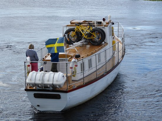 Vsterbotten, Szwecja: Why not take a trip on the pleasure boat & cycle back one one of our rental Fat Bikes