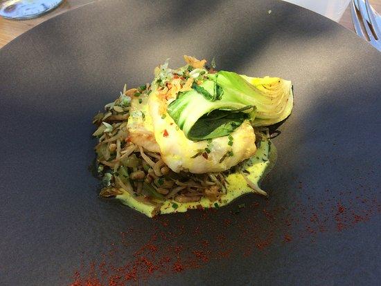Le Déjeuner sur l'Herbe : Poisson du marché céléri brache soja émulsion de poireau au curcuma