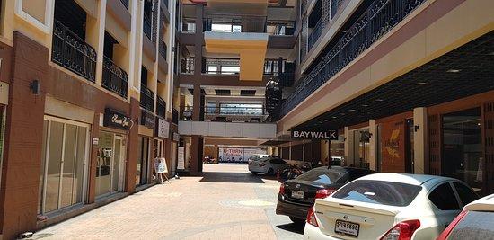 Baywalk Residence Pattaya: parking area
