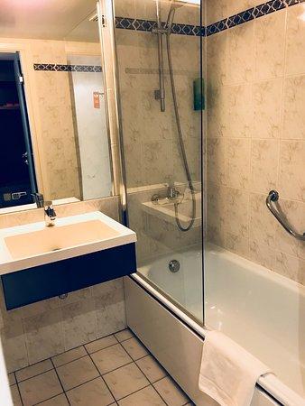 Saint-Josse-ten-Noode, Belgium: Lavabo et baignoire