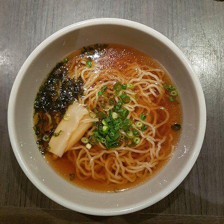 Hotel Dormy Inn Nagasaki: 야식 라면이에요!~ 간장 라면이고 깔끔하니 맛있어요 밤 9시 30분부터 11시까지 3층 식당에서 줘요~