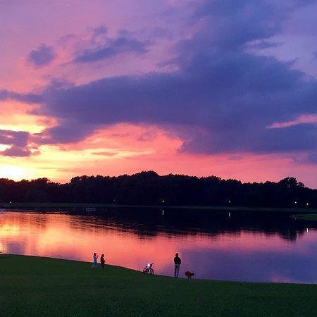 Historic Corydon & Harrison County, อินเดียน่า: Sunset over the lake at Buffalo Trace Park