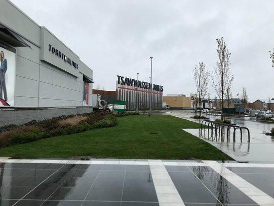 Tsawwassen, Canada: Nice big mall, lots of parkin