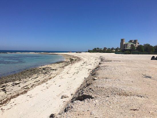 Sir Bani Yas Island, United Arab Emirates: Beach on the left side of the hotel