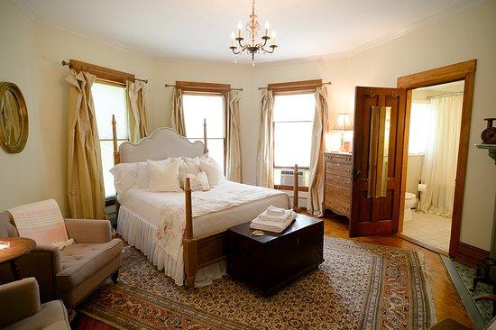 Newfield, NY: The La Rosa room