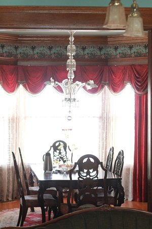 Hayes House Bed and Breakfast: Dining Room
