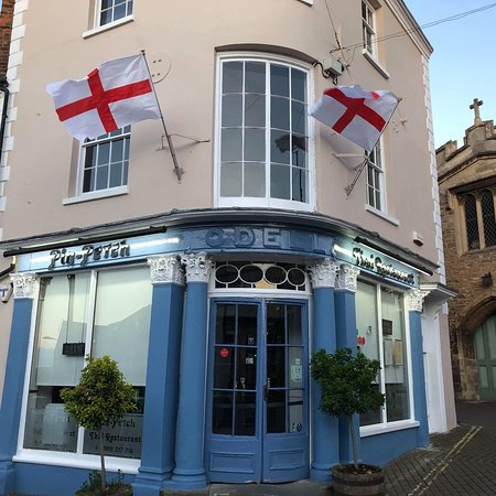 Newport Pagnell, UK: Celebrating St George's Day