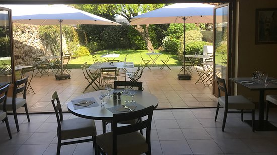 Le Lude, فرنسا: Terrasse et jardin