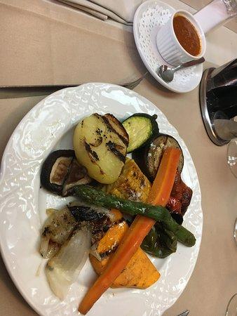 Llica d'Amunt, İspanya: Primero a elegir. Verduras a la brasa con salsa romesco