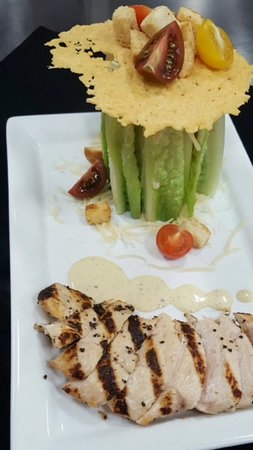 Bradley's Pub & Grille: Try the Caesar Tower