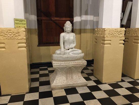 Het leven van boeddha wordt hier uitgebeeld bild von zahntempel