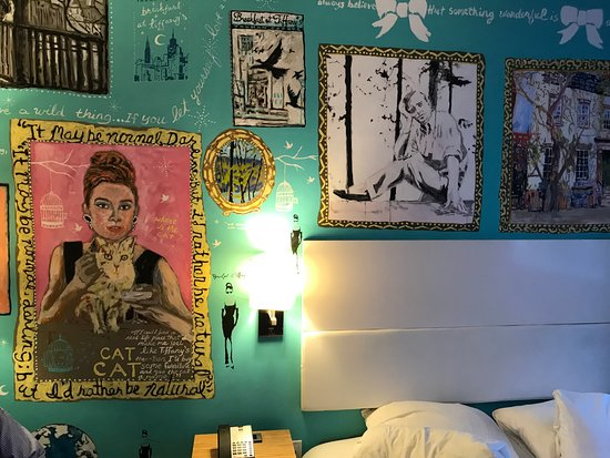 """NU Hotel : The """"Breakfast at Tiffany's"""" mural in our room."""