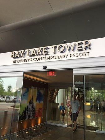 Bay Lake Tower at Disney's Contemporary Resort: Entrance to lobby