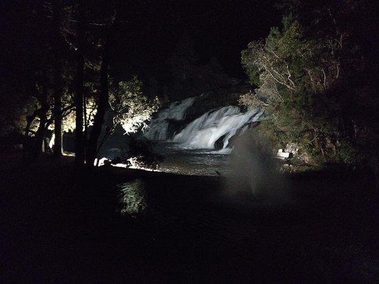 Tijucas do Sul, PR: cachoeira iluminação