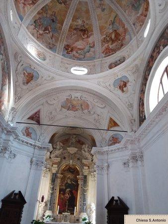 Aquileia, Itália: Interno chiesa Sant'Antonio abate