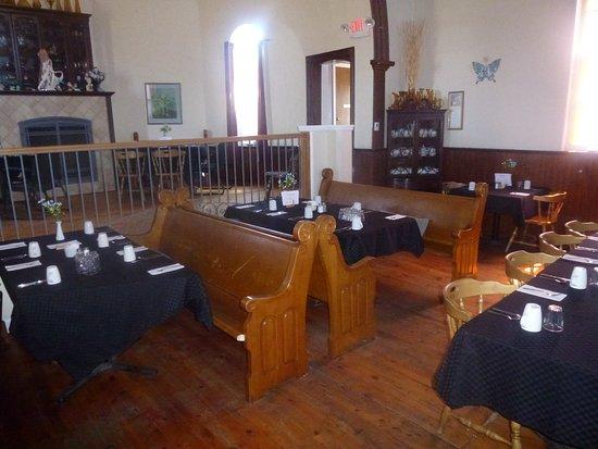 Cayuga, Canada: Church Pews Provide Unusual Restaurant Seating