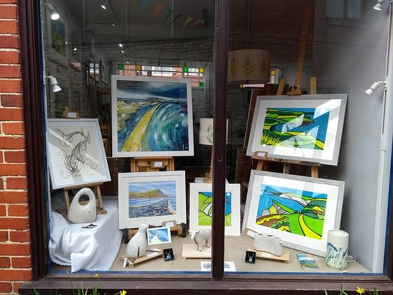 Swanage, UK: Spring green window display