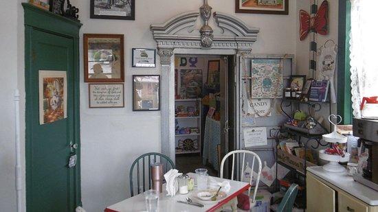 Pocahontas, MO: Ding room & safe room door