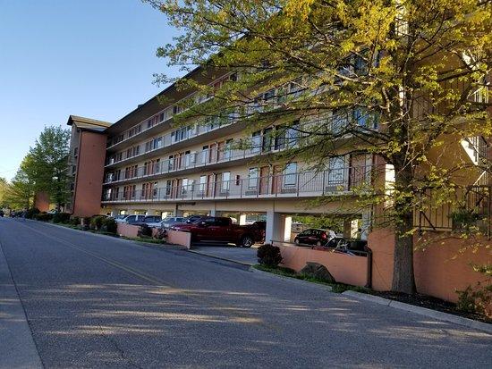 Creekstone Inn: Front of building